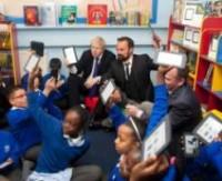 Тысяча волонтеров в Лондоне готовятся читать детям книги с дисплея Nook