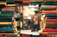 Во Франции закрыли книжные магазины, но продают алкоголь