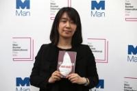 Международную Букеровскую премию получила южнокорейская писательница Хан Канг