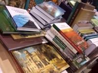 Книжные издательства терпят убытки и просят помощи у правительства и читателей