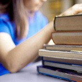 Украинские школьники могут остаться без новых учебников