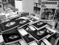 Россияне перестали покупать дорогие издания